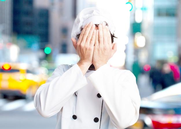 Szalony kucharz zaskoczony wyraz