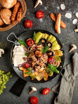 Szałwia drobiowa z ziemniakami, papryką, pieczarkami