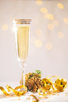 Szampan gotowy przynieść nowy rok, kartka świąteczna, święta