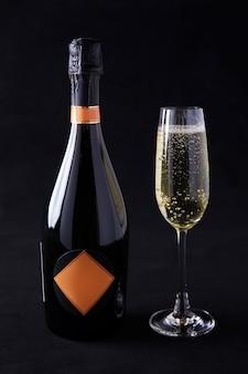Szampan i kieliszki do szampana