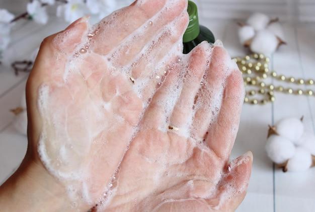 Szampon w kremie do rąk kobiet. pielęgnacja ciała.