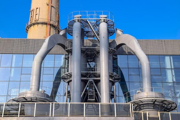 Szanghaj, chiny - 18 lutego 2021: widok na elektrownię sztuki, muzeum sztuki współczesnej znajdujące się w dawnej elektrowni na terenie expo 2010 w szanghaju w chinach.