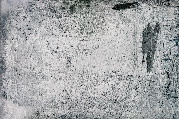 Szara, niebiesko-biała betonowa ściana z reliefem tynku i liniami