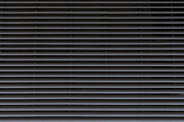 Szare ocynkowane cienkie warstwy metalowych paneli, poziomy wzór na bramie