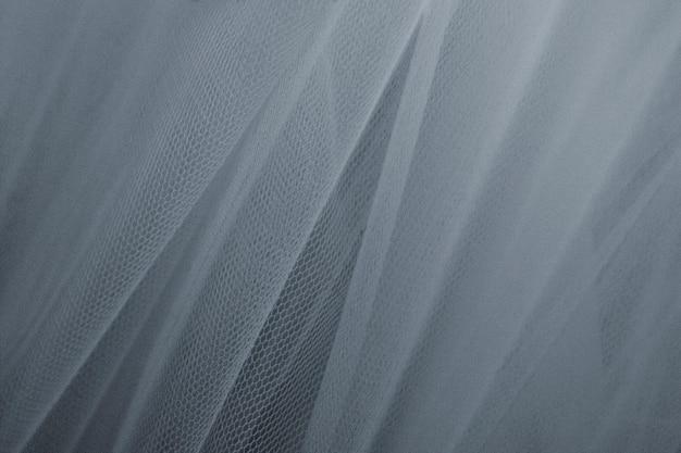Szare tiulowe draperie teksturowane w tle
