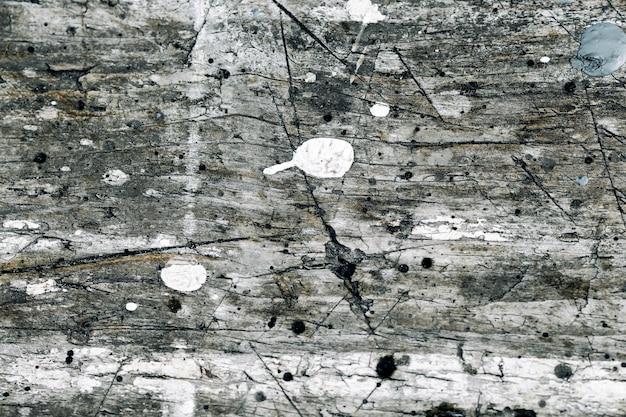 Szary drewniany porysowany tekstura tło grunge z gwoździami i pęknięty szara biała farba spada z rocznika struktury drewna.