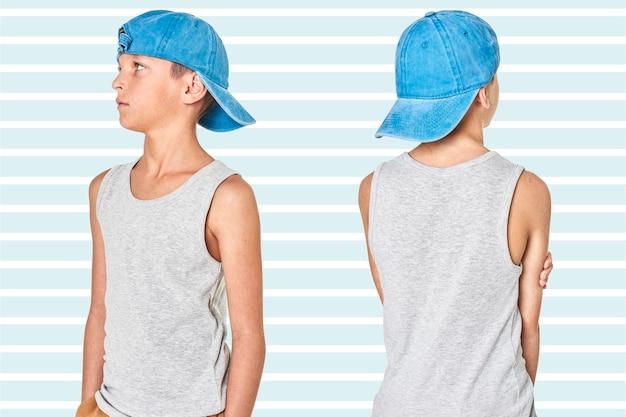 Szary podkoszulek dla chłopca z niebieską czapką w studio