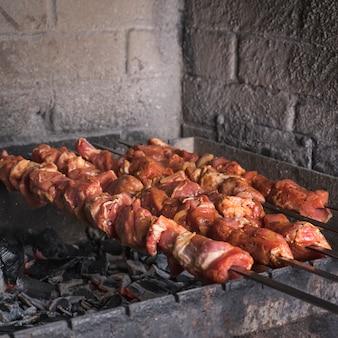 Szaszłyki smażone na grillu