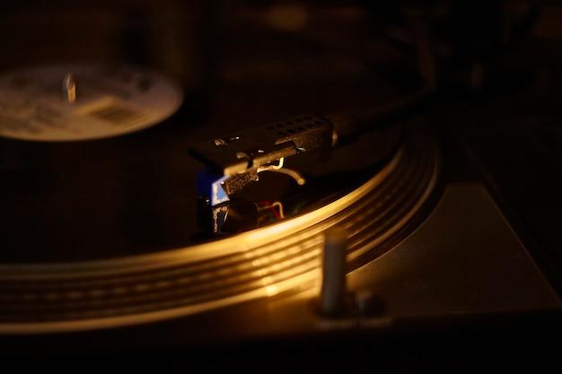 Szczegół robótki ręcznej gramofonu vintage