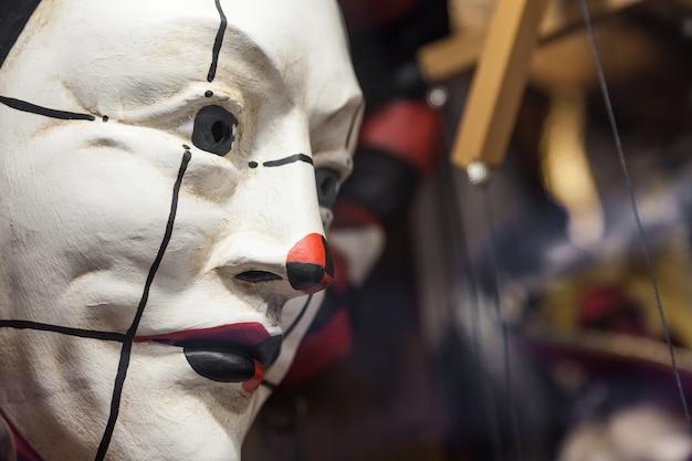 Szczegół tradycyjnej maski weneckiej - wenecja, włochy