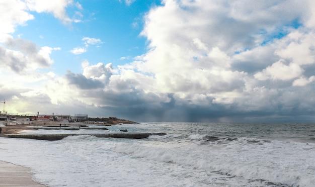 Szczegół wzburzonego morza w wietrzny dzień