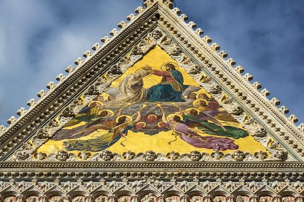 Szczegół zbliżenie z katedry w sienie we włoszech