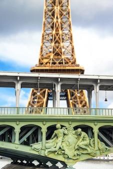 Szczególny widok na wieżę eiffla