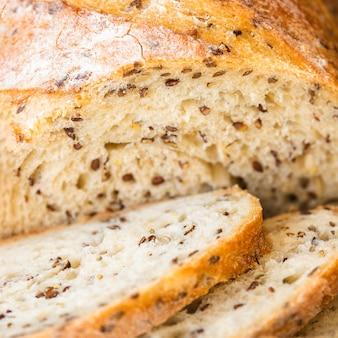 Szczegółowy chleb odżywczy z nasionami
