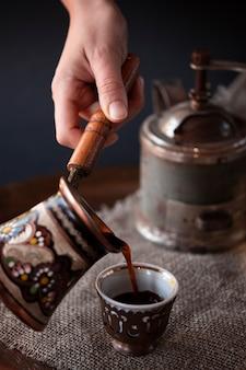 Szczegółowy zestaw do kawy w stylu vintage