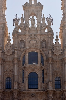 Szczegóły głównej fasady katedry w santiago de compostela.