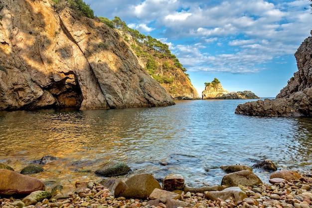 Szczegóły hiszpańskiego wybrzeża latem