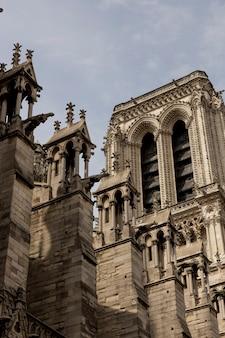 Szczegóły kościoła notre dame w paryżu, francja.