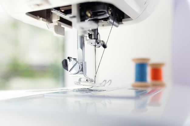 Szczegóły maszyny do szycia i akcesoriów do szycia