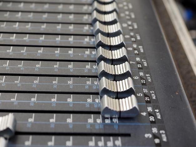 Szczegóły miksera soundboard