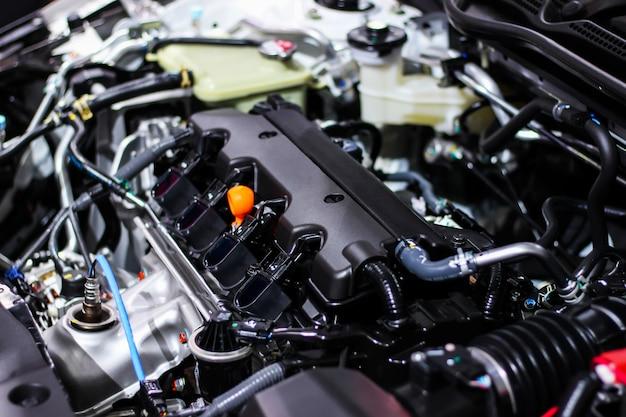 Szczegóły wewnątrz prywatnego silnika samochodu. wybierz ostrość.