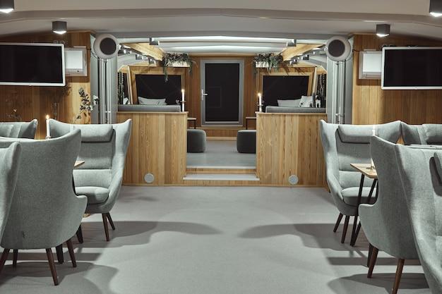 Szczegóły wnętrza restauracji na statku. koncepcja wystroju wnętrza restauracji na statku