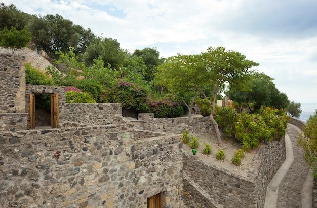 Szczegóły wnętrza zamku aragonese, wyspa ischia