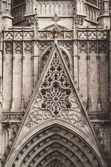 Szczegóły z przodu gotyckiej katedry