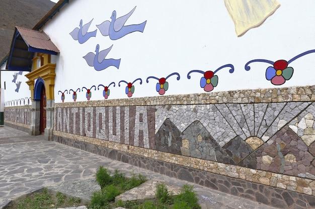 Szczegóły zaludnionego centrum antioquia, pięknego miejsca turystycznego