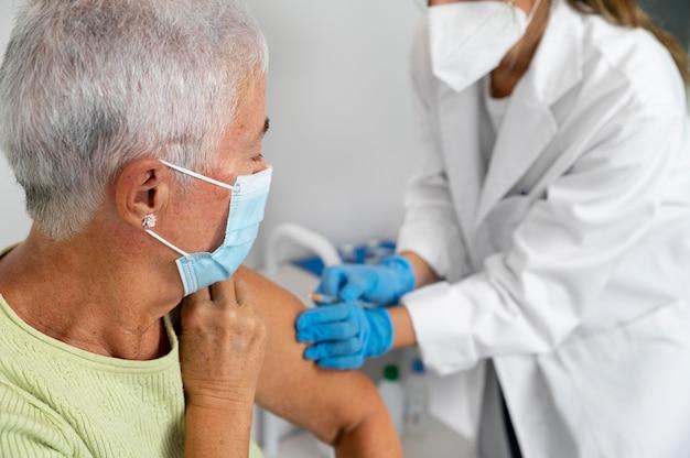 Szczepionka przeciw covid w walce z chorobą