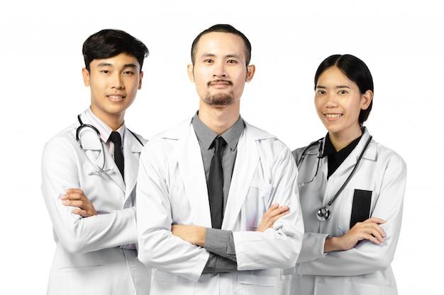 Szczęśliwa grupa lekarzy stojących