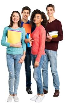 Szczęśliwa grupa studentów stojących z zeszytami - na białym tle obraz