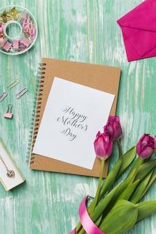 Szczęśliwa karta dzień matki w napis