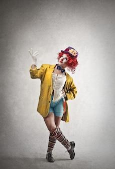 Szczęśliwa kobieta klaun