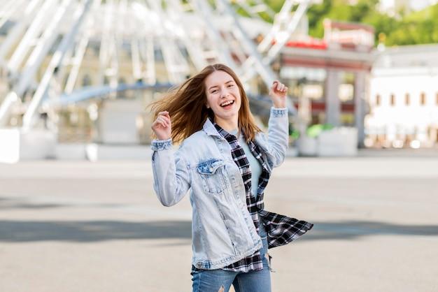 Szczęśliwa kobieta przy london okiem