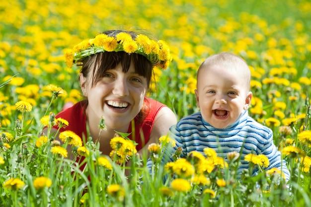 Szczęśliwa matka i dziecko