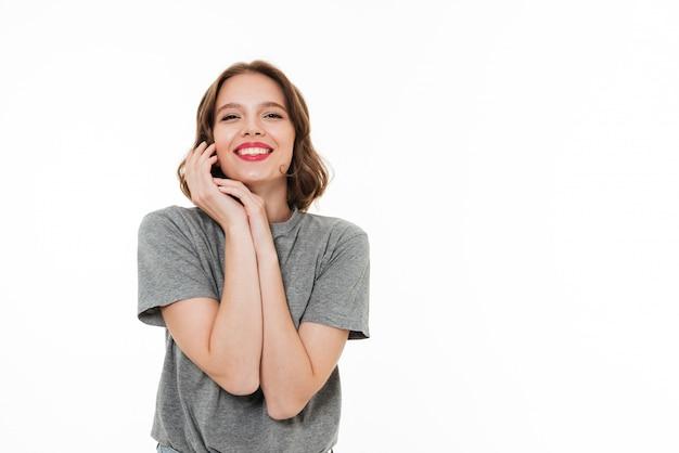 Szczęśliwa młoda caucasian damy pozycja odizolowywająca
