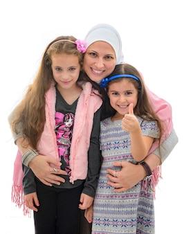 Szczęśliwa muzułmańska rodzina żeńska