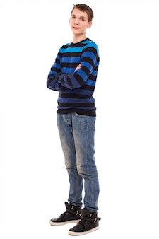 Szczęśliwa nastolatek chłopiec w przypadkowej pozyci