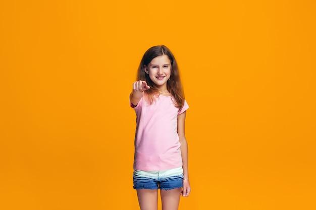 Szczęśliwa nastolatka wskazując na ciebie