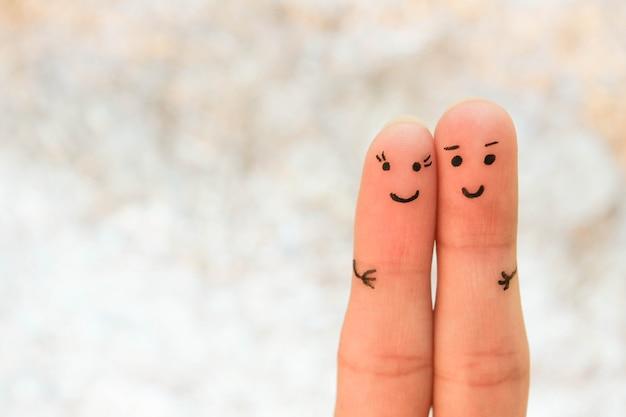 Szczęśliwa para. mężczyzna i kobieta przytulają się.