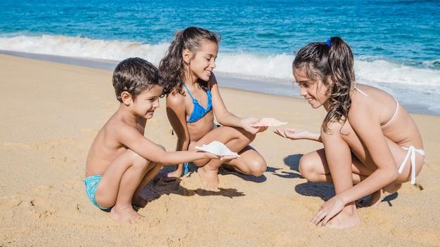 Szczęśliwe dzieci na wakacjach