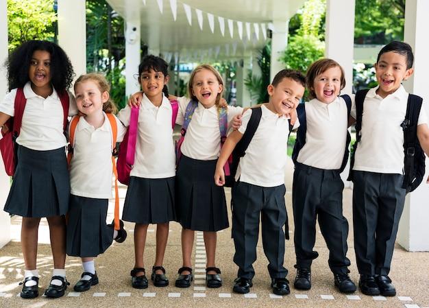 Szczęśliwe dzieci w szkole podstawowej