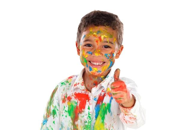 Szczęśliwe dziecko łacińskie farby poplamione mówiąc ok na białym tle na białej przestrzeni