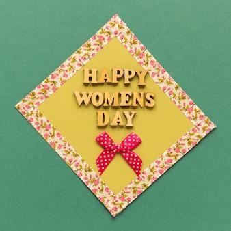 Szczęśliwego dnia kobiet pozdrowienie z kokardą