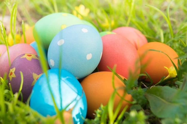 Szczęśliwego kolorowego wielkanocnego niedziela polowania wakacje dekoracj wielkanocny pojęcia tło
