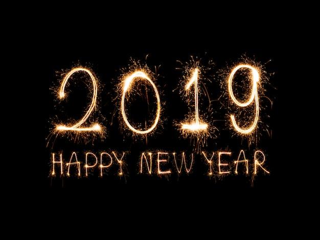 Szczęśliwego nowego roku 2019 napisane z blasku fajerwerków