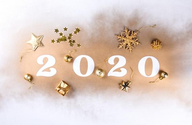 Szczęśliwego nowego roku 2020. świąteczna błyszcząca kompozycja