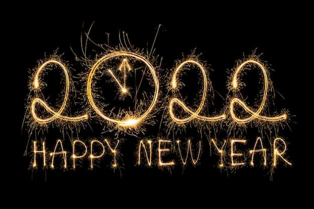 Szczęśliwego nowego roku 2022 musujące płonący tekst szczęśliwego nowego roku 2022 na czarnym tle