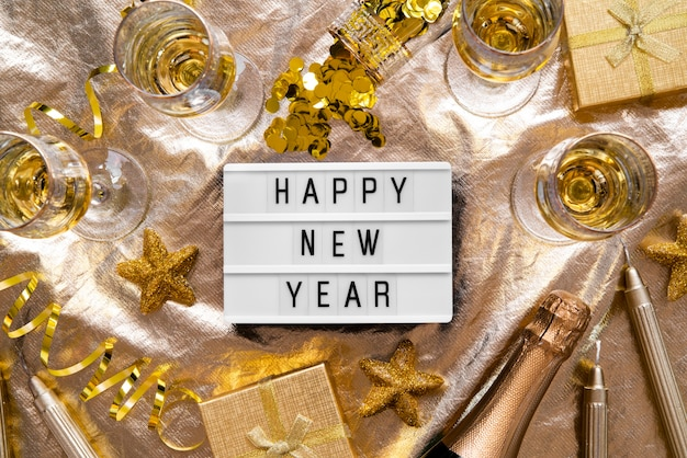 Szczęśliwego nowego roku cytat talerz ze złotym wystrojem